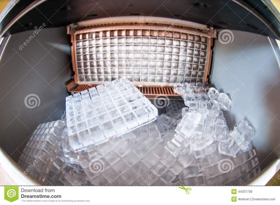 macchina-del-ghiaccio-44331738